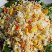 Ensalada arroz fruta verdura