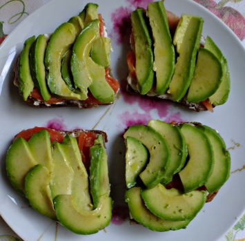 Tosta queso tomate aguacate 4
