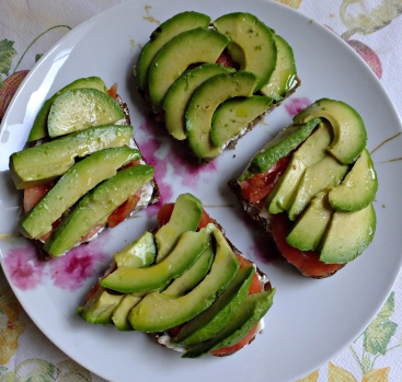 Tosta queso tomate aguacate 7