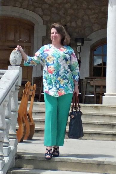 Blusón bordado pantalón verde 4