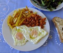 Huevos fritos patatas picadillo 6